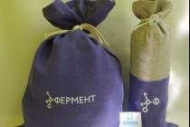 Льняная упаковка в два цвета для презента вина
